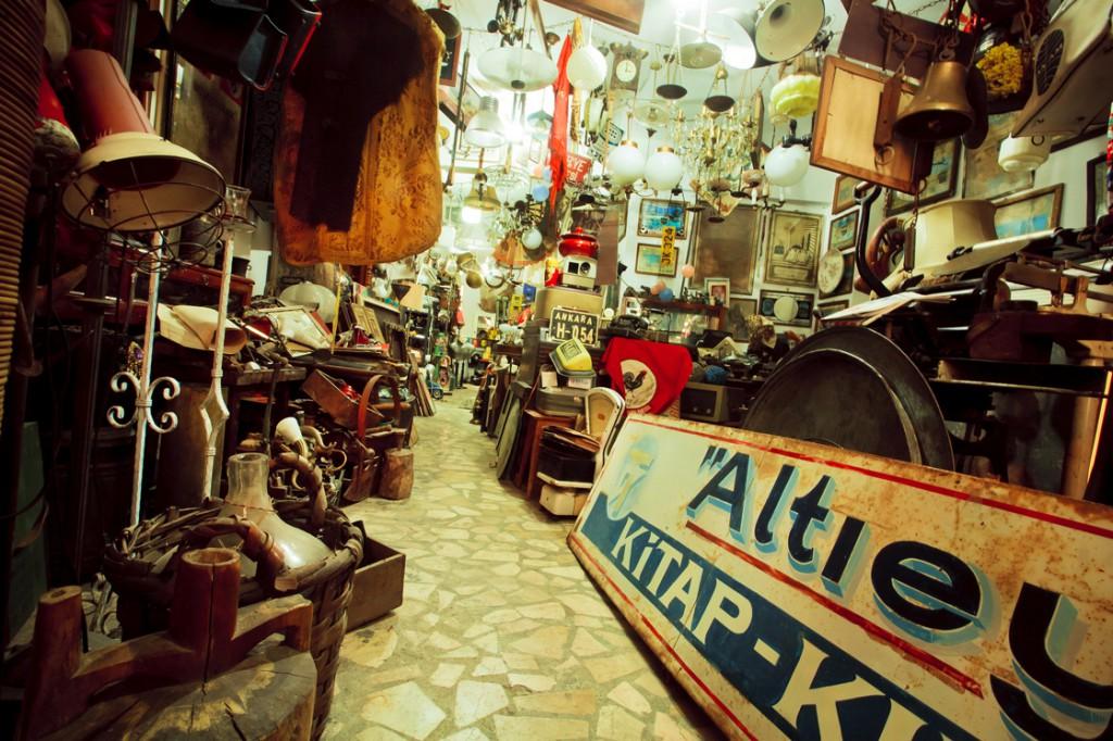 Date Idee: Stöbert zusammen auf einem Antikmarkt herum