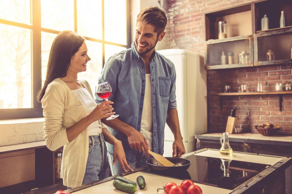 Date Idee: Gemütlichkeit pur – Spieleabend zu zweit oder gemeinsam kochen