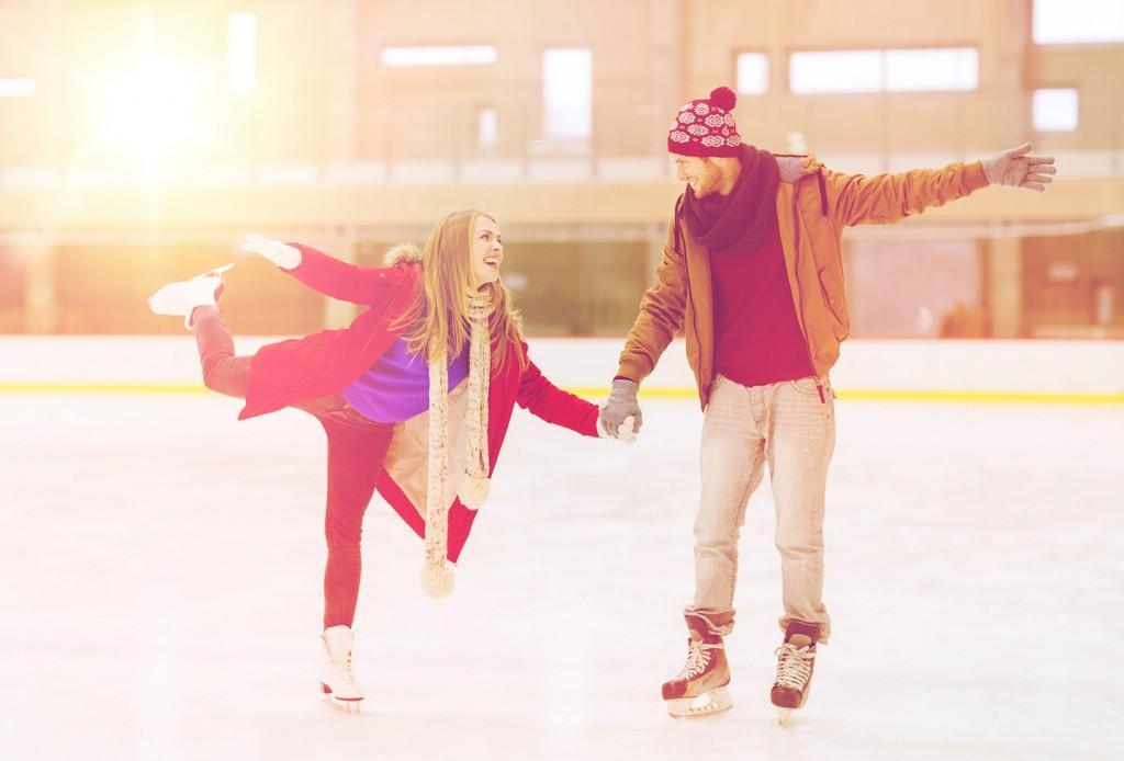 Date Idee: Wagt euch gemeinsam aufs Eis – geht Schlittschuhfahren!