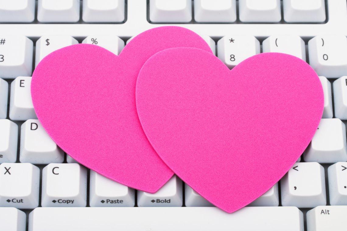 Wie man erfolgreiches Online-Dating-Profil schreibt